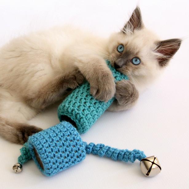 Какую сделать игрушку для котенка своими руками
